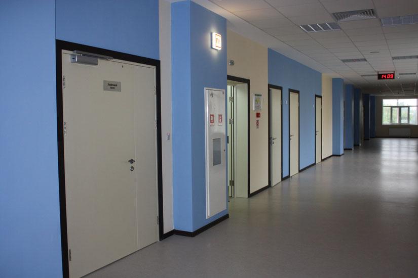 входные двери в учебное учреждение